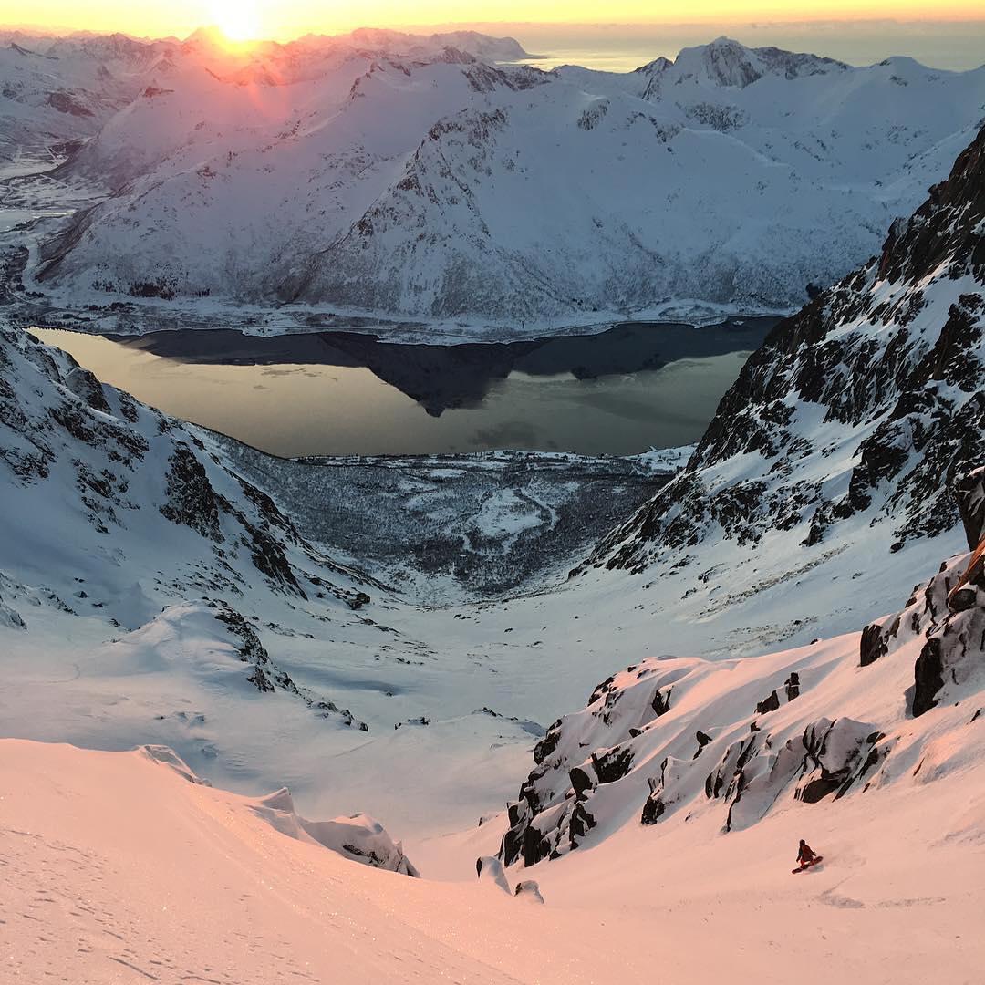 @spnullke Snowboarding and ski female shots of the week