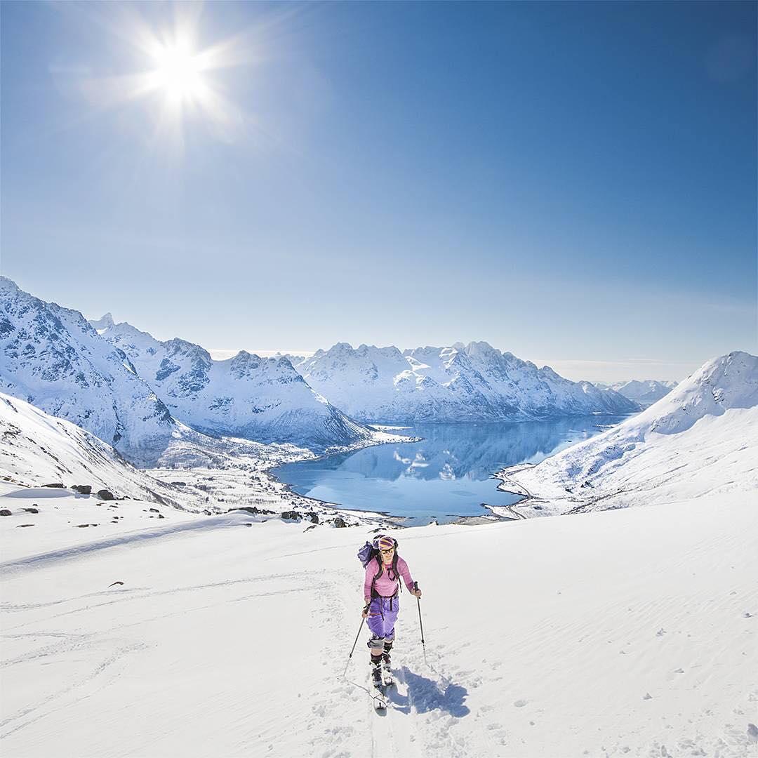@sunbump Snowboarding and ski female shots of the week
