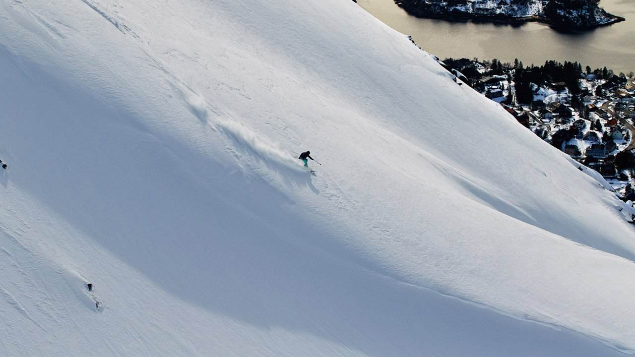 At home in the snow. SnowSista Meets: Lena Stoffel Roxy Team Rider and Professional Skier.